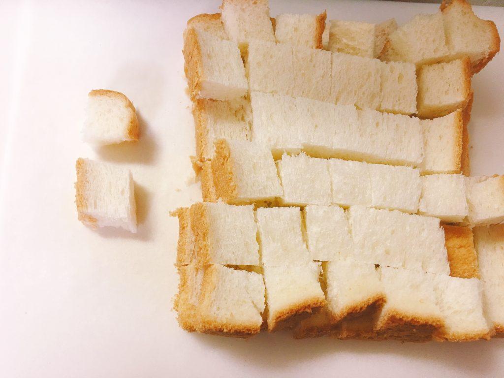 サイコロ状の食パン